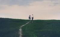 总之岁月漫长,人生本无终点线,然而值得奔跑!